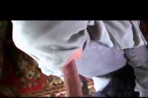 Араб чпокает в маленькую киску озабоченную любовницу