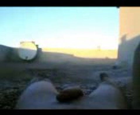 Голая арабка позирует перед камерой телефона