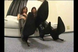 Азербайджанки с длинными ножками дрочат клиторки