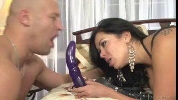Сисястая азербайджанка страпонит лысого мужа в очко