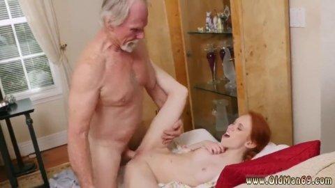 Русская шлюха приняла сперму на лобок