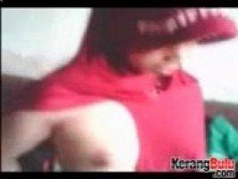 Молоденькая арабка жестко ебется в свою нежную киску