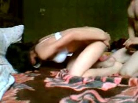 Молодой азер быстро ебет свою подругу в очко
