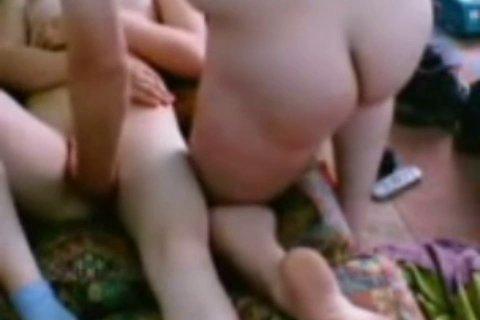 Толстый мужик поимел жену азерку в большую задницу и кончил внутрь