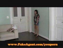 Чеченская партнерша занимается сексом с парнем по бизнесу