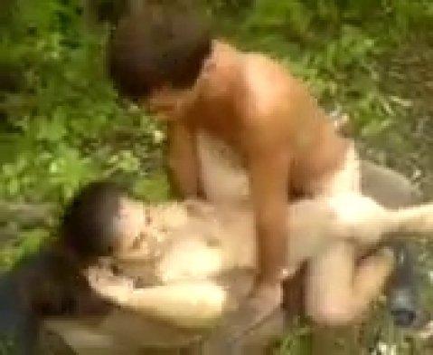 Кавказец снял секс друзей в лесу