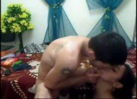 Худой киргиз дал своей телке отсосать член