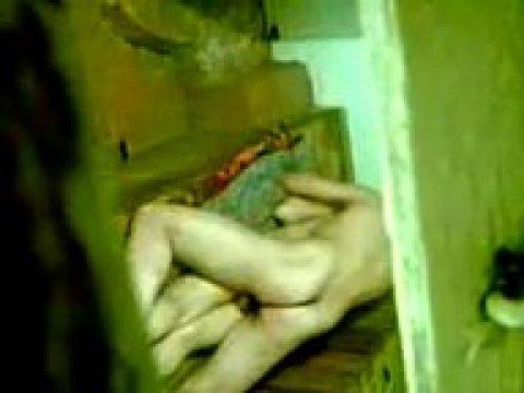 На полу киргиз трахает свою любовницу в анал