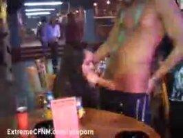 Красивая русская сучка сосет хуй любовнику под столом