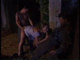 Сельская давалка угодила двум русским парням