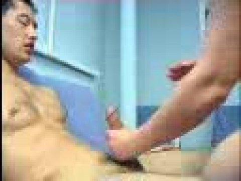 На диване таджичка трахается со своим парнем