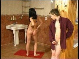 Русский чпокает длинноногую худенькую девушку в комнате