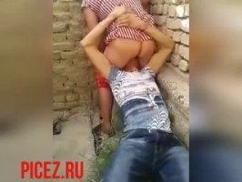 Молодой узбек лижет пизду старой женщине