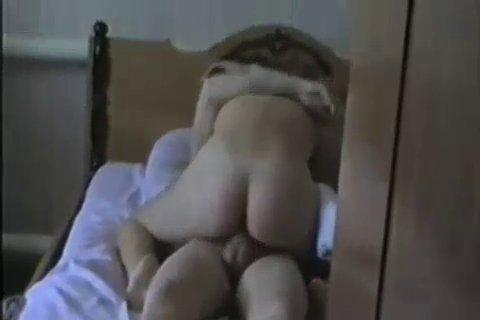 Новинки ХХХ. Друг якута трахает его жену в постели.