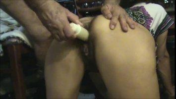 Мужчина жестко ебет японку в домашнем сексе